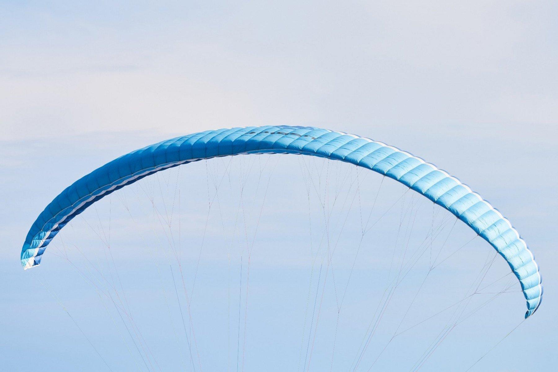 blå fallskärm