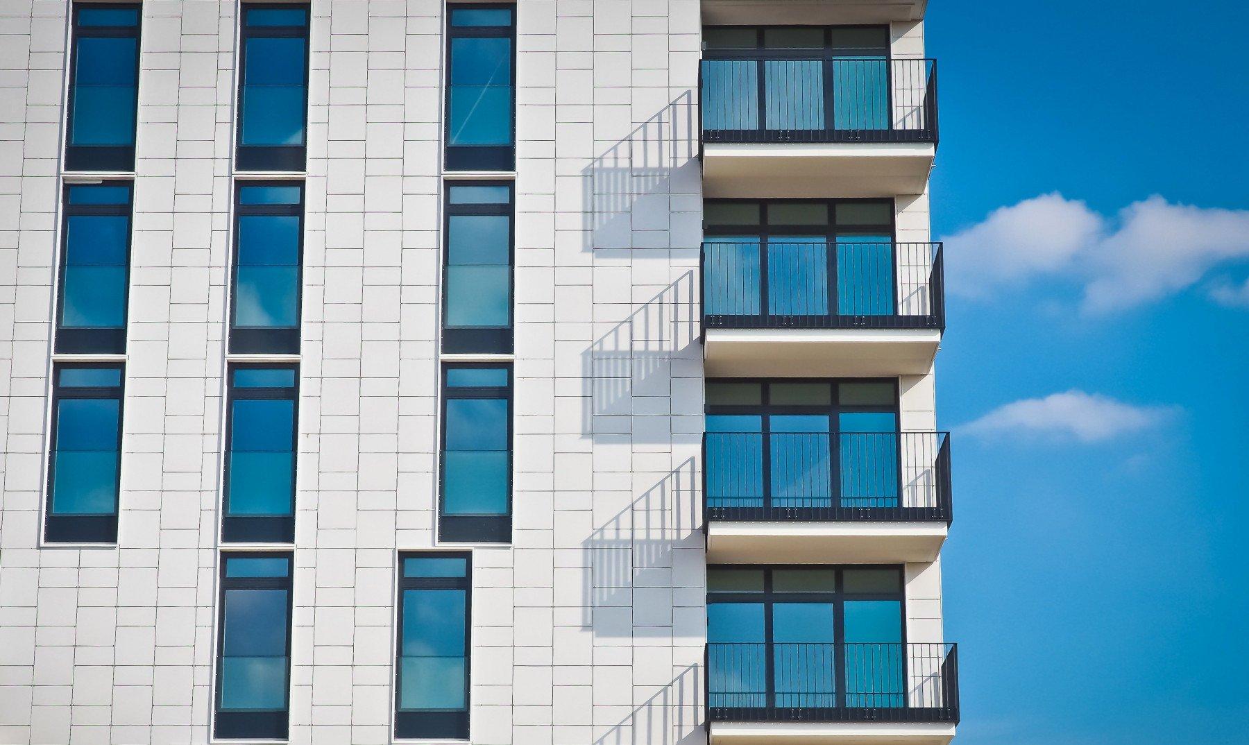 Fasad på ett lägenhetshus